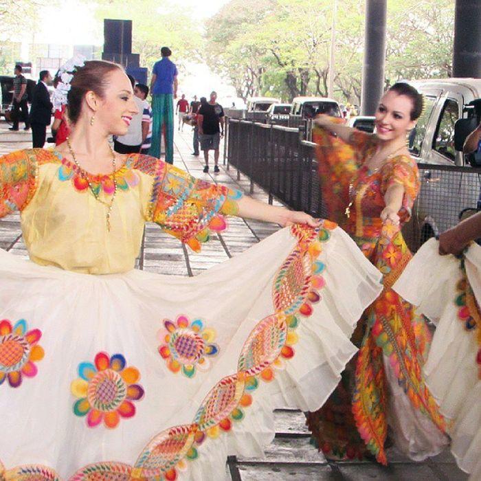 Mujeresparaguayas Woman Paraguay Great_captures_paraguay Danzaparaguaya ñanduti Tradición Street Streetphotographers