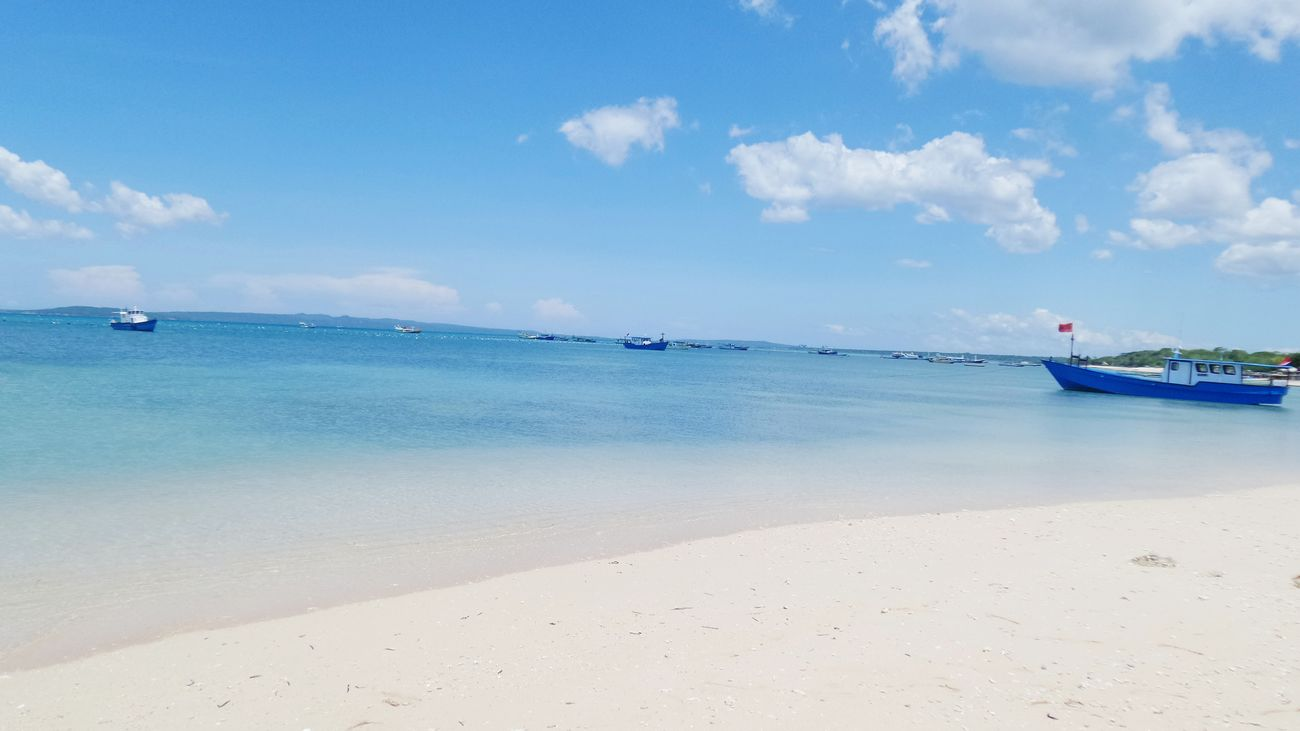Sea Cloud - Sky Beach Horizon Over Water Sunny Day Nature Beauty In Nature Crystal Clear Waters