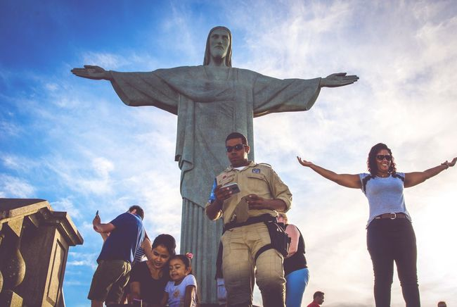 Inaugurated in 1931, the gigantic statue of Rio de Janeiro was an initiative of the Catholic Church to commemorate the centenary of the country's independence, which was chosen as one of the seven new wonders of the world in 2007. It receives 700 thousand tourists a year The Street Photographer - 2017 EyeEm Awards Tourist Tourist Attraction  Statue Rio De Janeiro Rio De Janeiro Eyeem Fotos Collection⛵ Brazil Tijuca's Forest