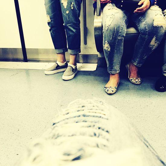破洞的聚会 牛仔裤 北京 地铁 破洞 手机 First Eyeem Photo