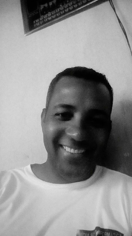 Behind a smile still there is sadness at yet he is jobless. 😀😓 Brasil