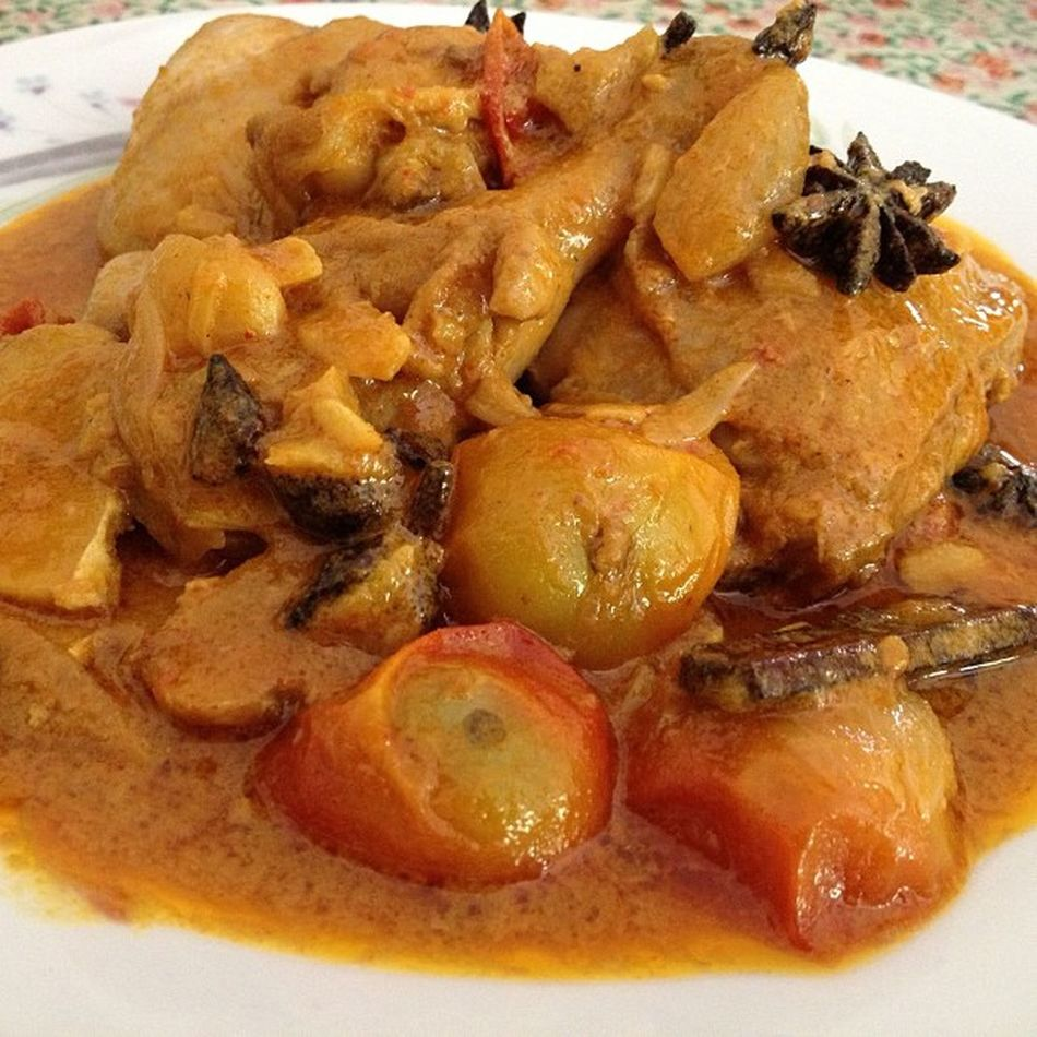 Kari Daging (chicken curry). Makan! Lunch Authentic Malay Spicy hot chickencurry karidaging specialty