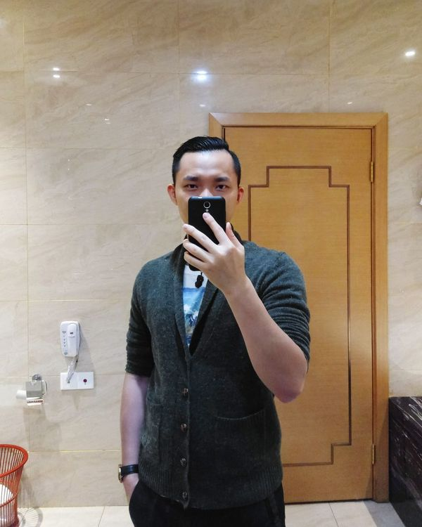 Hello World That's Me Taking Photos Check This Out JustMe Justin Indoors  Having Fun One Person Looking At Camera Yangzhou Mirrorselfie