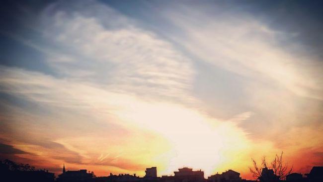 Hello World Harika Hava Gündoğuşu Güneş♡♥♡ Evler Arasından
