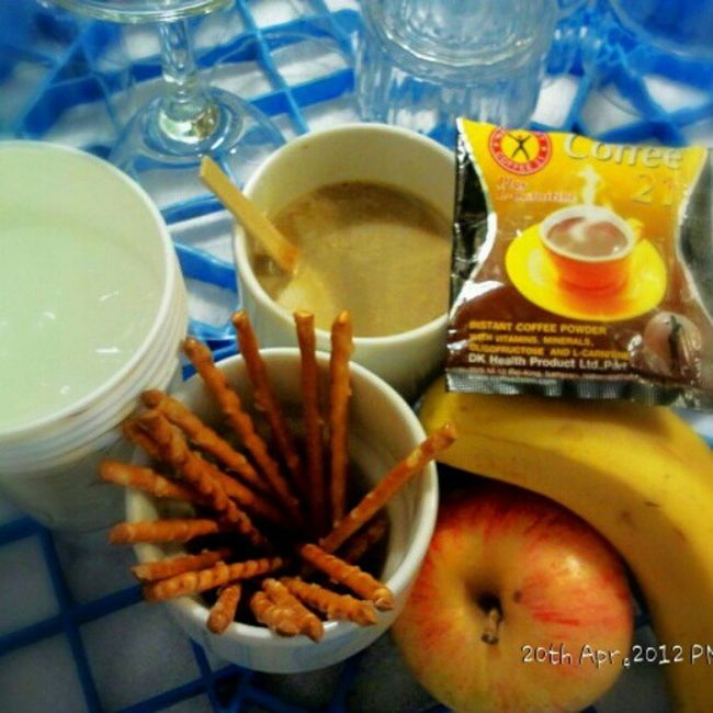 Got no time to eat company lunch but having this instead :-P Lunch Coffee Fruits