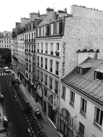 Blackandwhite Photography Black And White Pariscape Cityscapes Blackandwhite Perspective Eyeemphotography Street Photography EyeEm Masterclass EyeEm Best Edits Eye4photography  Shootermag Streetphotography EyeEmbestshots EyeEm Best Shots EyeEm Gallery Black & White Paris