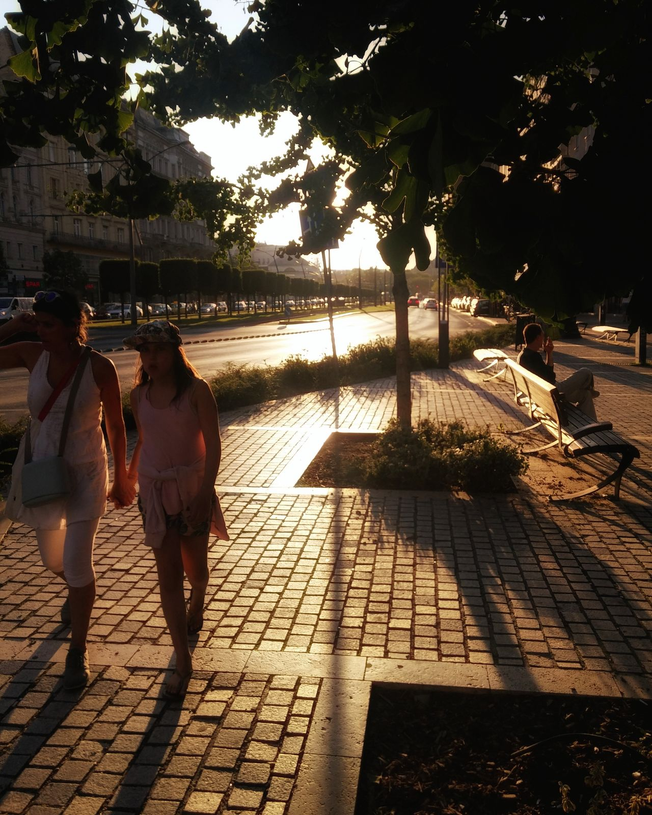Budapest Streetview Street Light Budapest Streetphotography Streetphotography Streetcapture Streetviewphotography Street Peopleonthestreet People Streetfashion Silhouette Photography Silhouettes