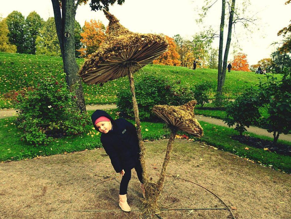 Mushrooms 🍄🍄 Daughter Alexandrovskii Park Pushkin City Looking At Camera Portrait Park Green Color Day Colors Of Sankt-Peterburg Beauty In Nature Aleksandrovskii Park Sankt-Petersburg Russia