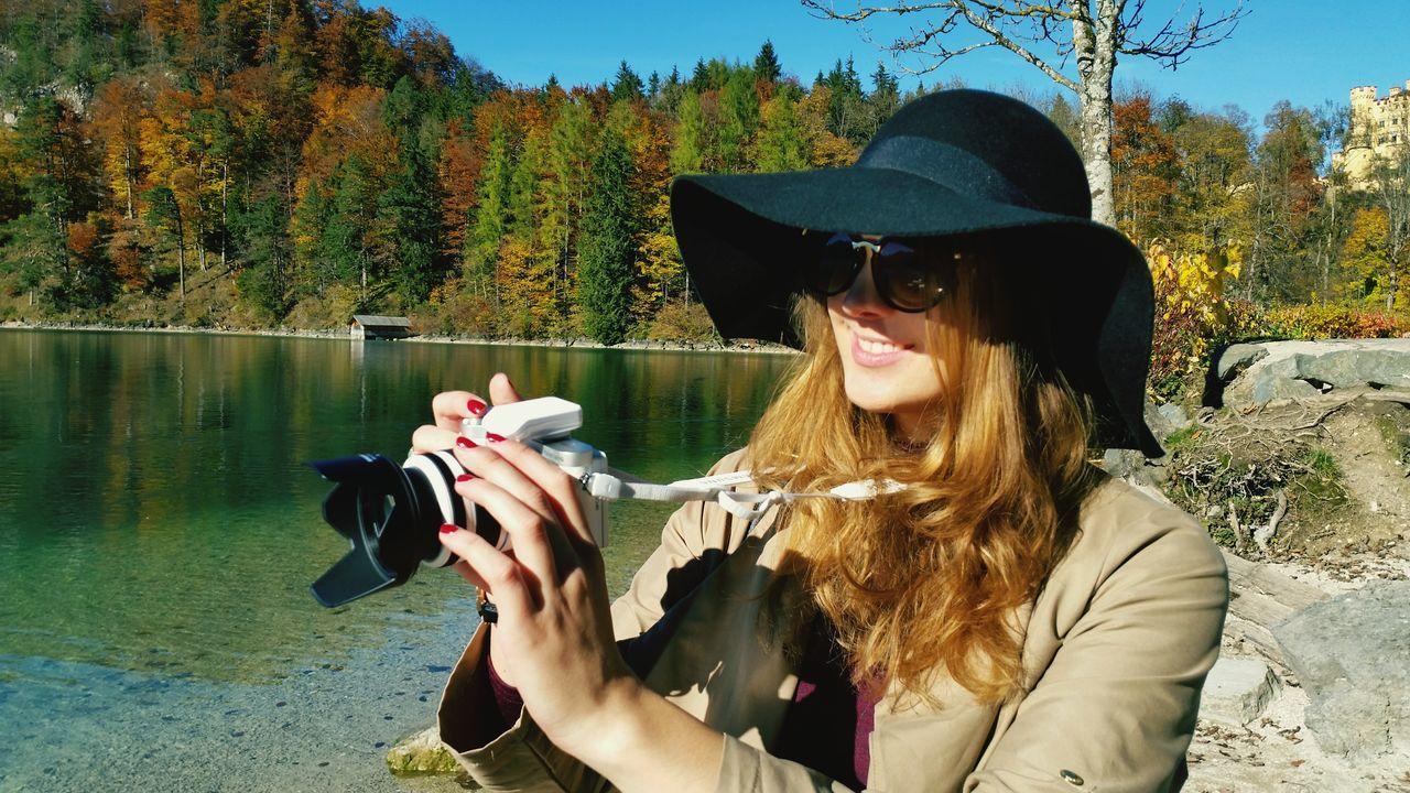 Beautiful stock photos of sonnenschein, 20-24 Years, Autumn, Camera - Photographic Equipment, Caucasian Ethnicity