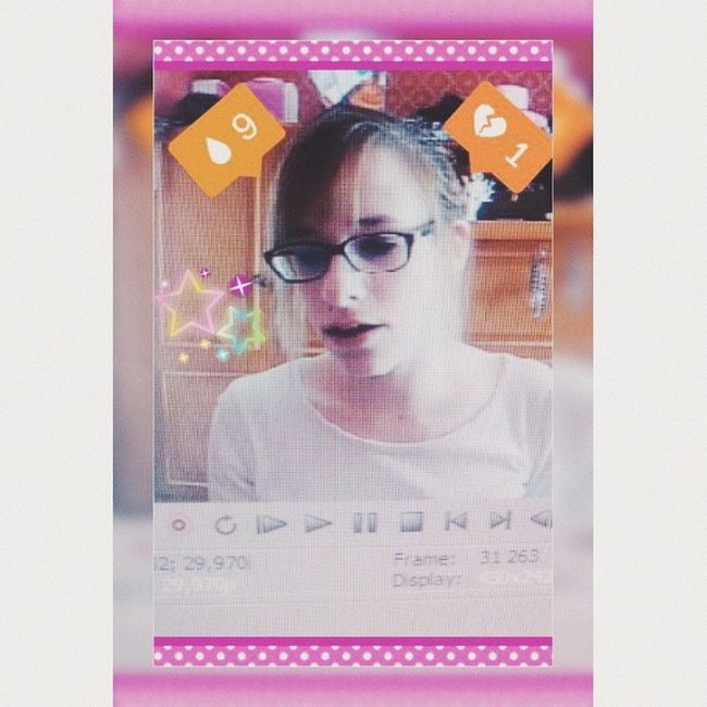 Picture Emojis Emoji Girl GiddyLizer Instagram Brown Pale