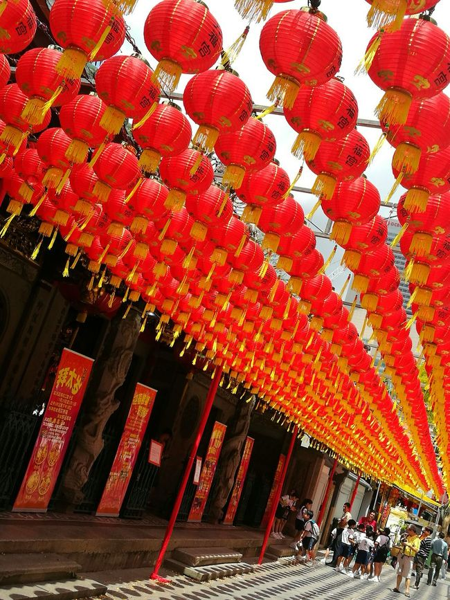 Chinese Lantern Chinese New Year Cultures Red Lantern Hanging In A Row Sky And Clouds Wandering Around Aimlessly HuaweiP9 ASIA Asian Cities Art Is Everywhere Tourist Attractions Tourist Destination Wanderlust Low Angle View Eyeem Singapore Huaweiphotography EyeEm Gallery Wandering Around The City Singapore View Wanderer Leica Lens Photograph Like Painting
