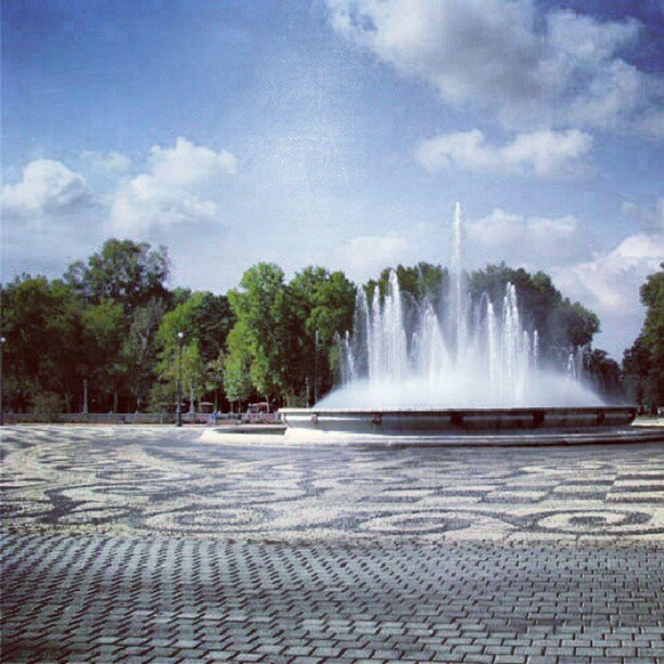 Plaza de Espana, Seville, Andalusia Igersgreece Instamood Instalovers Instaholic instahub instapic instadaily igersspain instacool instagood instagramers instafamous igdaily instalovers_gr spain plaza sky blue fountain