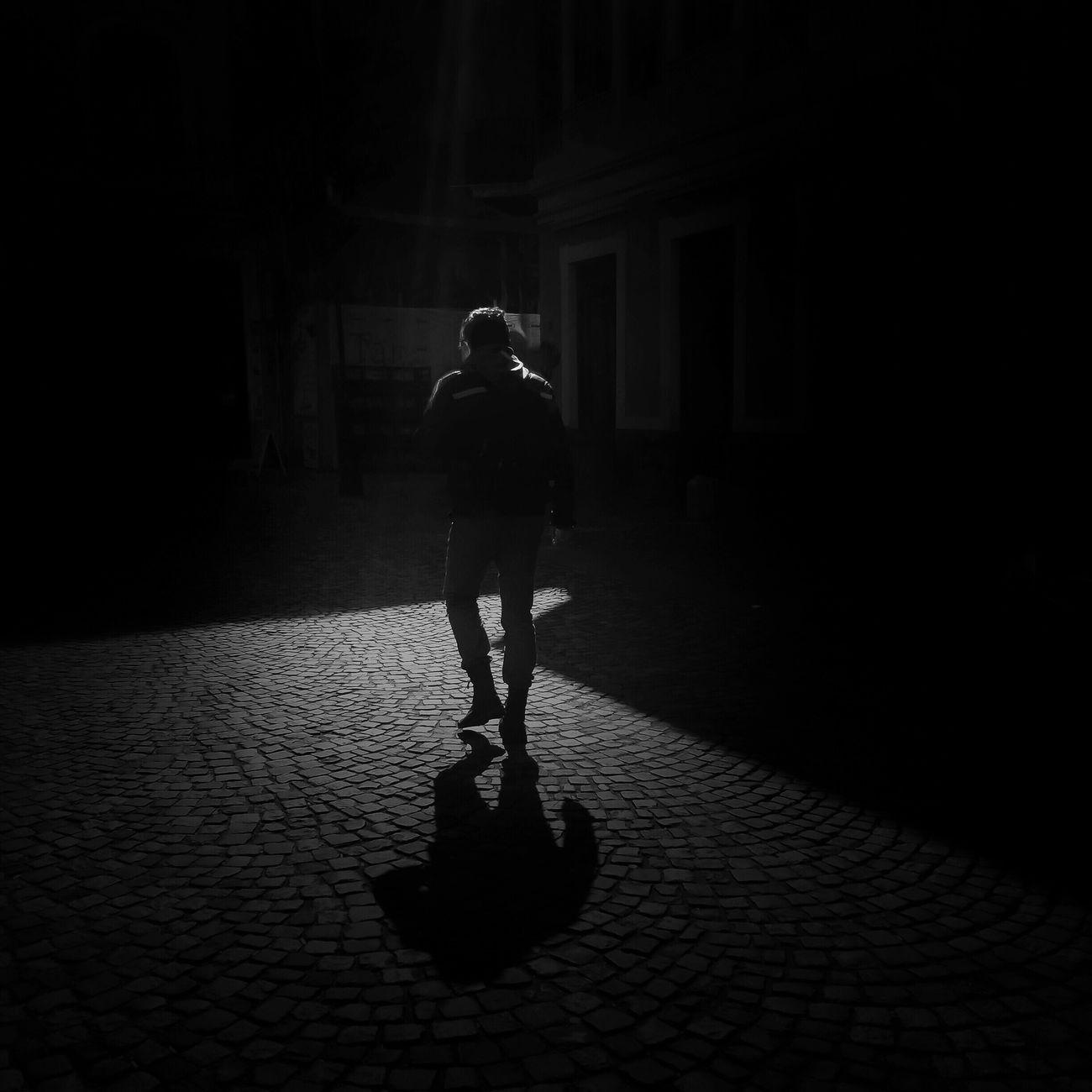 Black on black Blackandwhite Leica AMPt - Vanishing Point Black And White Shadow Lighning Beat-Man