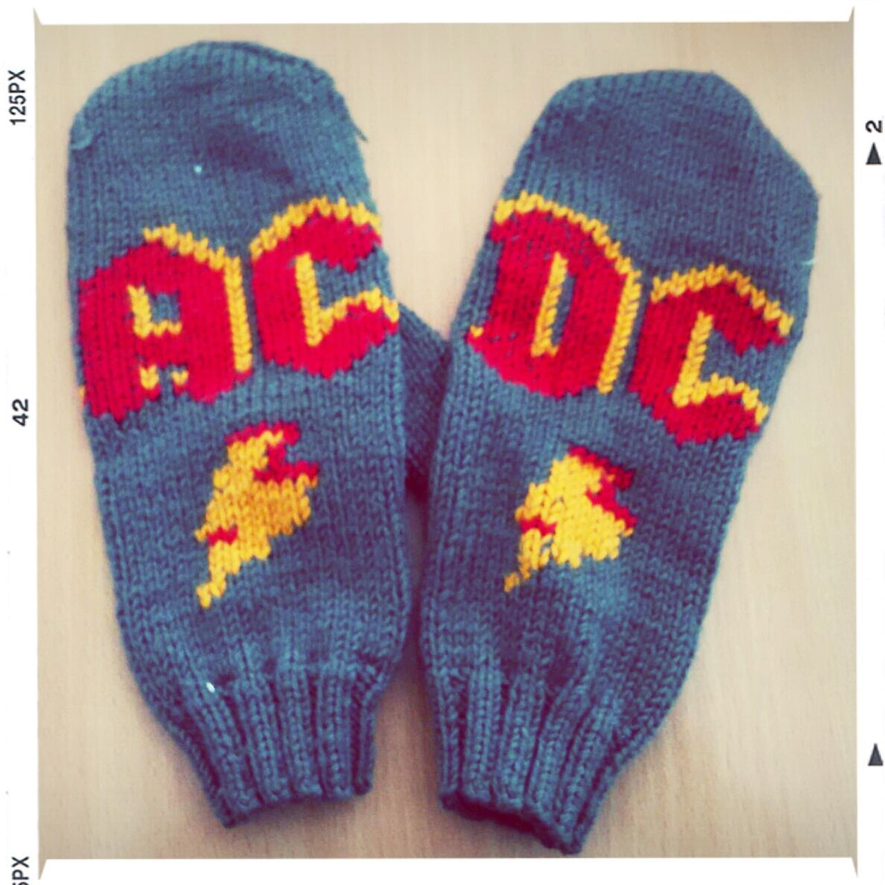Music Hand Made AC/DC варежки ;)