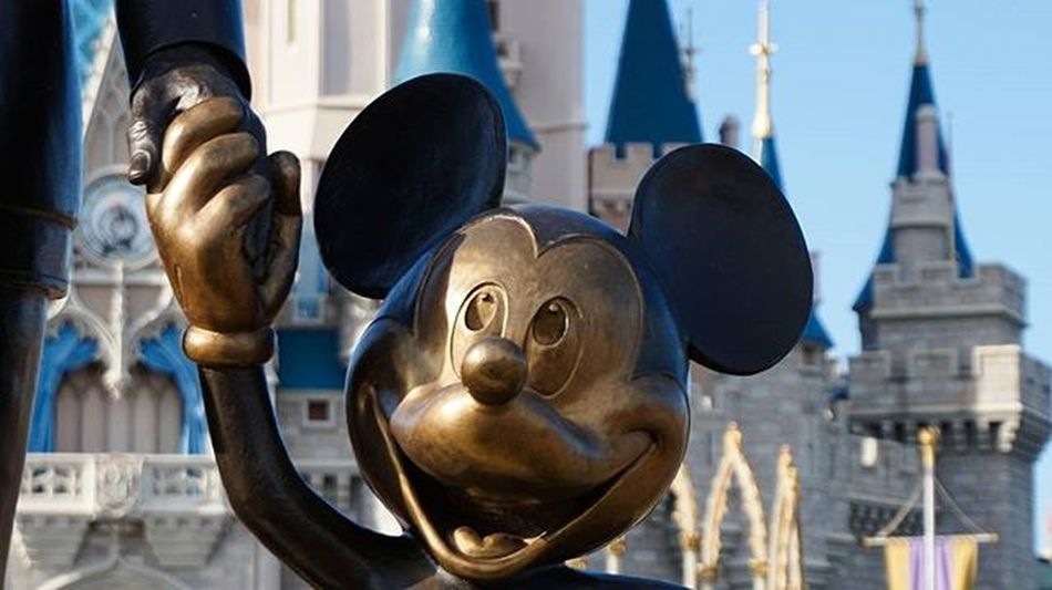 1/2 Disneyland Florida Mickeymouse Epicmickey Apeture Fieldofdepth Mickey Mouse Disney Statue Memories Orlando Sonyimages SonyA5000 SonyA7s Sonya7sii