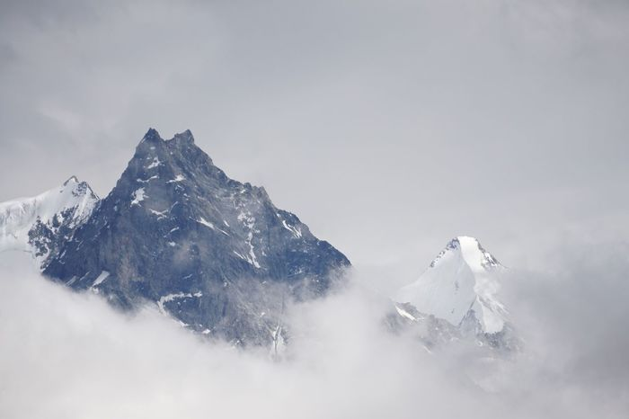Peak through the clouds Swissalps The Great Outdoors Nature Peaceful Travelling Alps Mountains Opt Outside Getoutside Cloudy Adventure Inversion Inspired By Beauty Inspired By Nature Inspire Peaks View Epic SwissAlps! Switzerland Abirdseyeview
