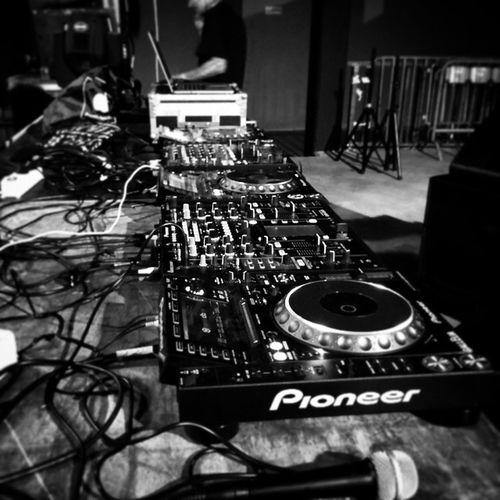 On the Set!! Set Djset Techno Technomusic  Technoisnotabusiness MDAclub Florence Firenze Pioneer . Pioneerdj Djm900nexus Djm2000 Cdj2000 Technoispassion Music Musicistheanswer DAMAMUSIC Damastaff