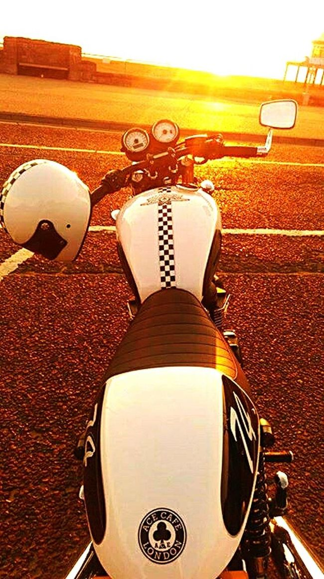 Colour Of Life Motorcycles Triumphmotorcycles THRUXTON 900 Caferacer Caferacerculture RideOut Weston-super-mare