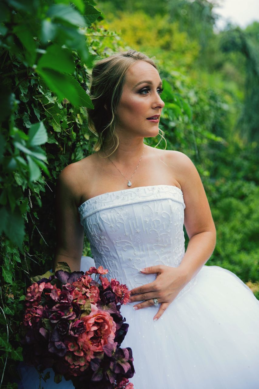 bride, wedding, wedding dress, young adult, flower, real people, life events, young women, bouquet, beautiful woman, celebration, one person, outdoors, standing, day, women, blond hair