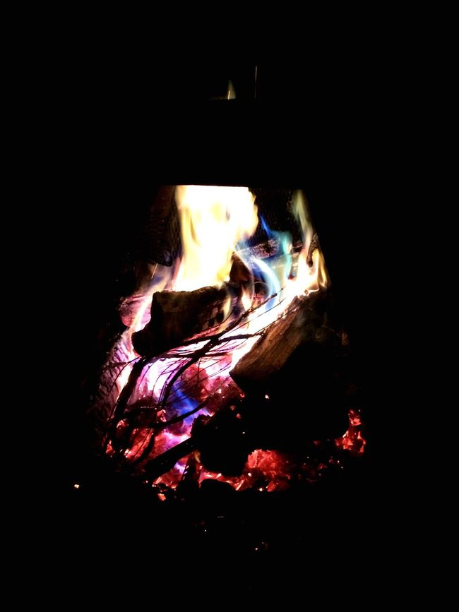 Check This Out Relaxing Taking Photos Enjoying Life Beauty In Nature Yellow Red Green Blue Violet Pink Nature Amazing Electric Fire Fire Cable Cable Camp Fire Night Taking Photos Fireplace Fire Relaxing I put in this fire, electric cables. Result : an amazing multicolor fire Beautiful Multi Colored
