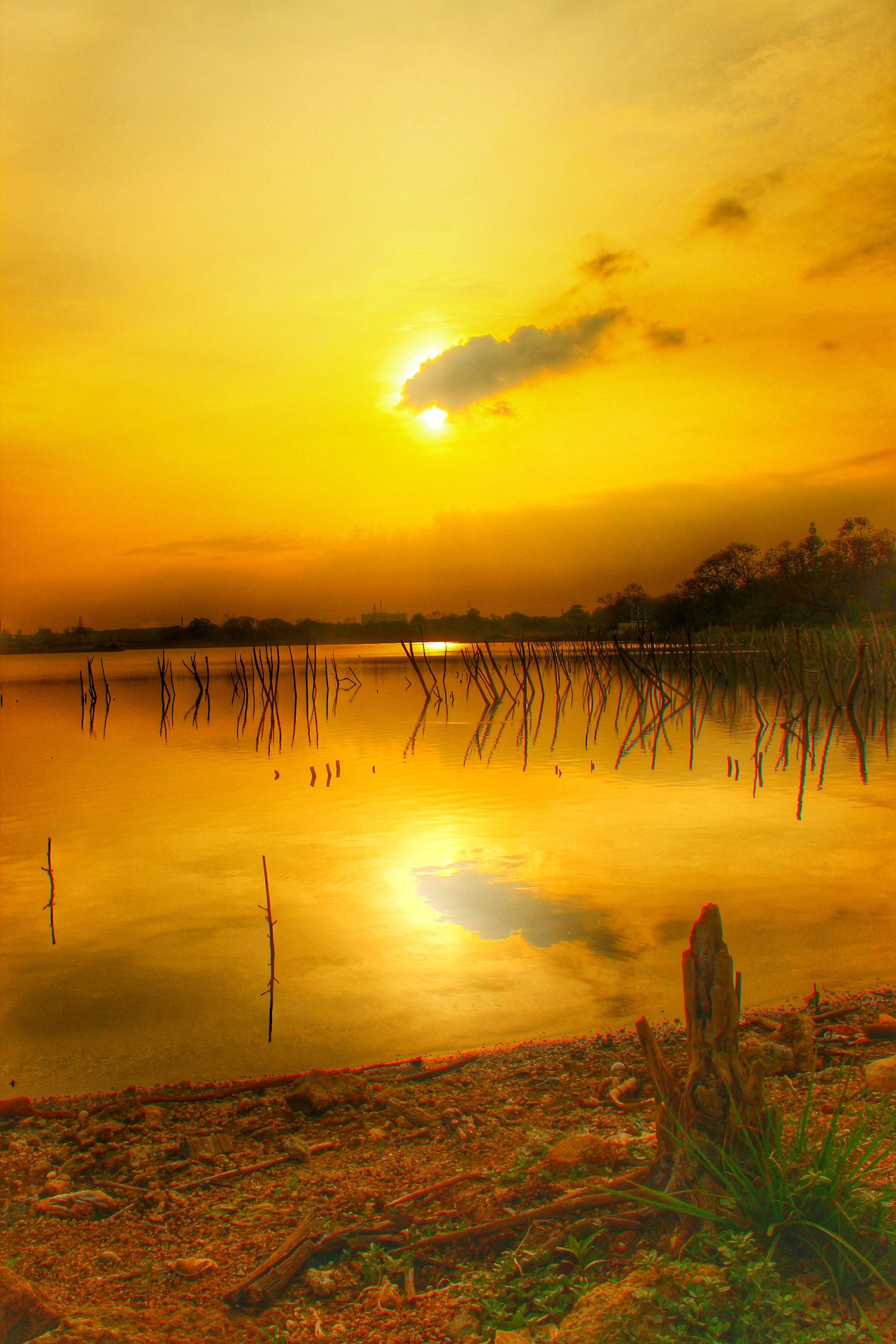 sunset, orange color, water, scenics, tranquil scene, tranquility, beauty in nature, sky, sun, sea, idyllic, nature, silhouette, reflection, beach, lake, cloud - sky, horizon over water, remote, non-urban scene