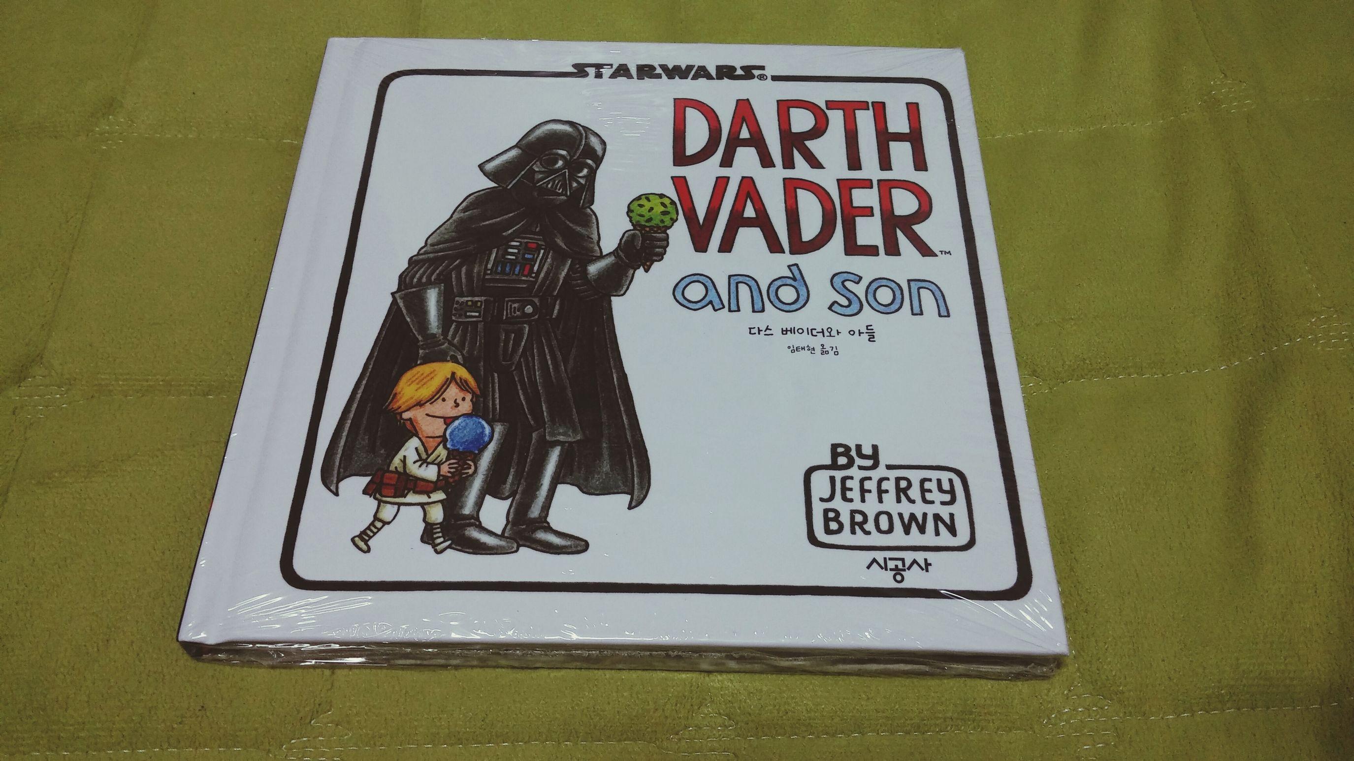Books Star Wars 동화책을 선물받고 기뻐하는 꼬대 어른이. (33세) / 고맙습니다아아~♥