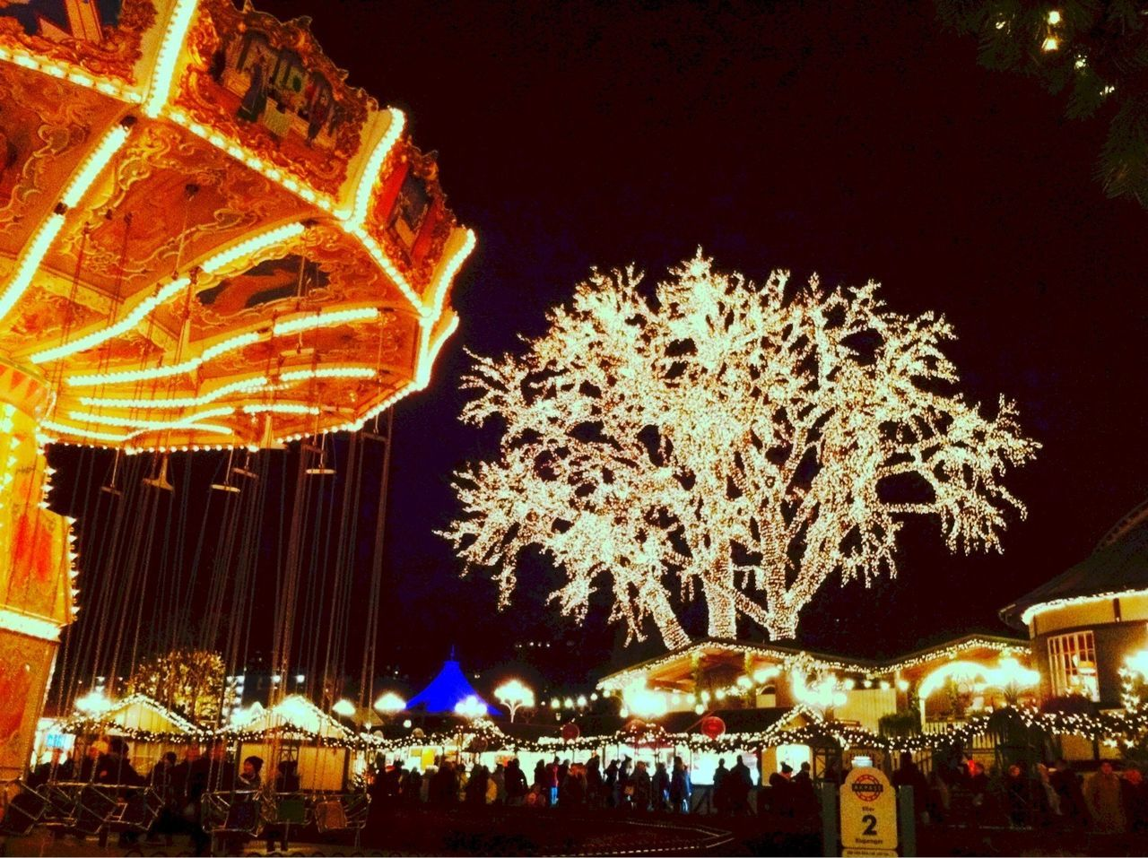 Beautiful Liseberg amusement park in Gothenburg Taking Photos Hello World The EyeEm Facebook Cover Challenge Streamzoofamily Enjoying Life Winter Snow Hanging Out (null) (null)