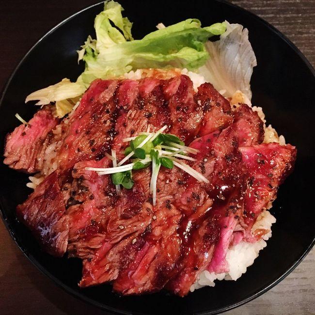 京都にできたレッドロックいってきたよ。これはステーキ丼だけどローストビーフ丼も美味しかったよ。 Redrock レッドロック ステーキ ステーキ丼 京都 Kyoto Japan Steaks Lunch