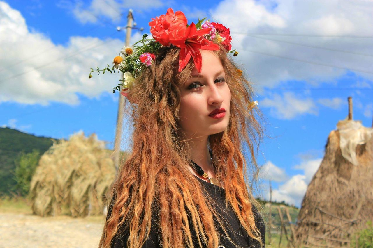 Flower Beauty Nature Women Wreath Beautiful People Cultures Rural Scene Beauty In Nature Young Adult Human Face Portrait Outdoors Adult Young Women Beautiful Woman People Human Body Part One Person Day