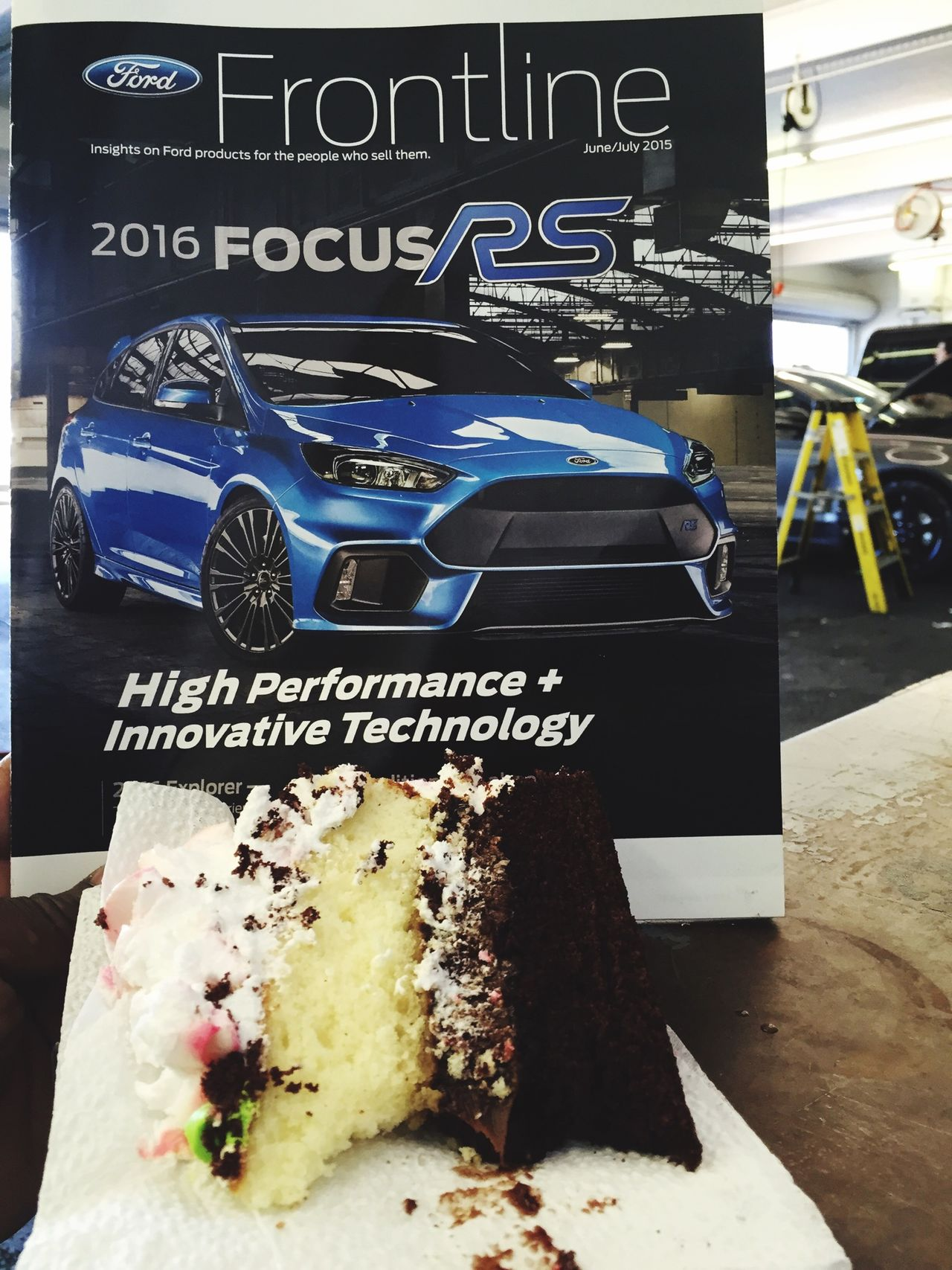 Food Porn Awards at work eating cake and drooling over the new 2016 FORD FOCUS RS Pixxzo 🙏🏾📷 Repairs Newcar