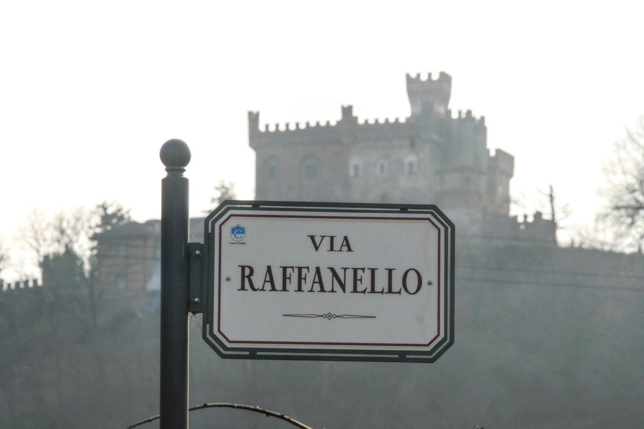 Italian castle silhouette backdrops this traditional road sign Road Sign Misty Foggy Castle Silhouette Eyeem Market Popular Popular Photos EyeEm Gallery EyeEm Team Traditional Signs Vintage Signs Italian Castle Italiano Style Architecture Historical Building