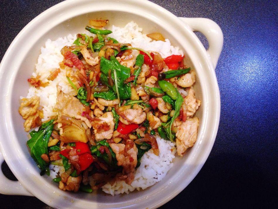Stir fried pork with basil leaf Ka-praw Pork Basil Leaf Fried Pork Thai Food One Dish Single Platter Top Shot Chilli Hot Lunch Ratcadapisek Esplanard Food Court Bangkok