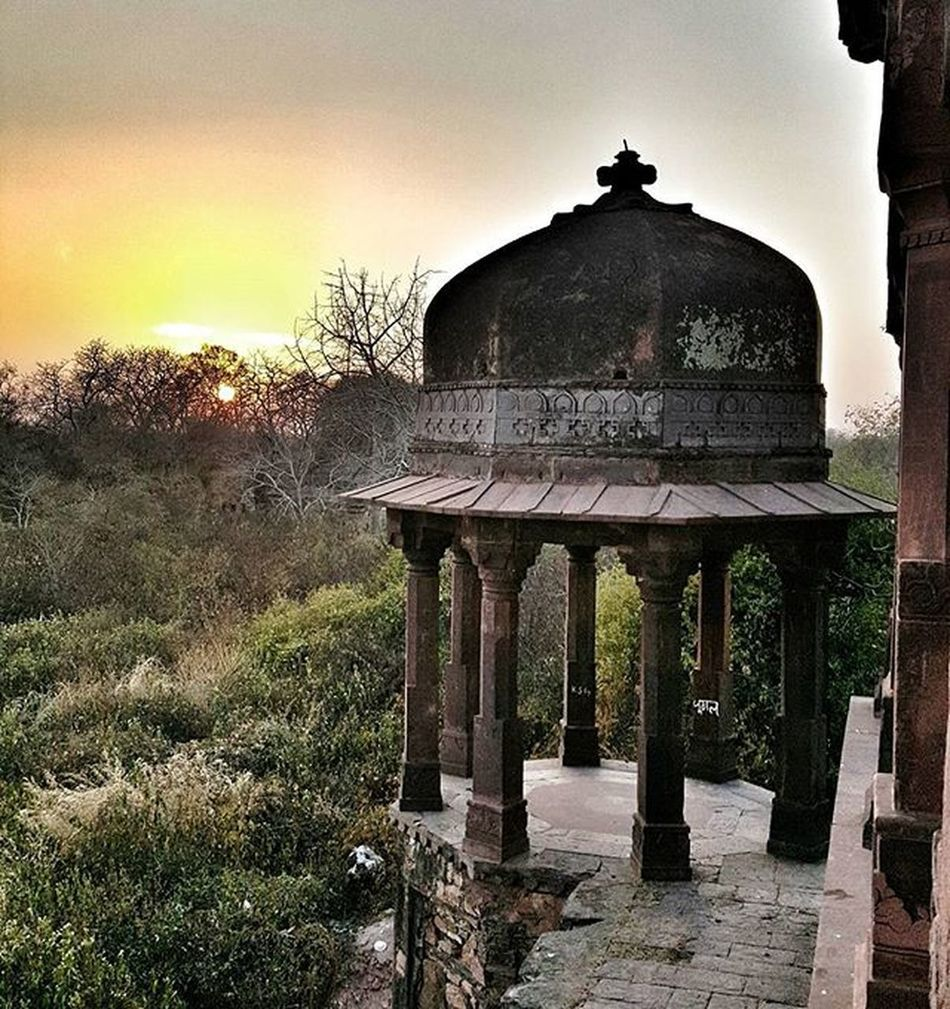 Sunset at Fort Ranthambore Twilight Fiftyshades_of_twilight Heritage Tigerreserve Sanctuary  Culture Forest Rajasthan Incredibleindia Indiapictures Mypixeldiary IndiaTravelDiaries @streets.of.india @lonelyplanetindia @millionshadesofindia @minibayindia