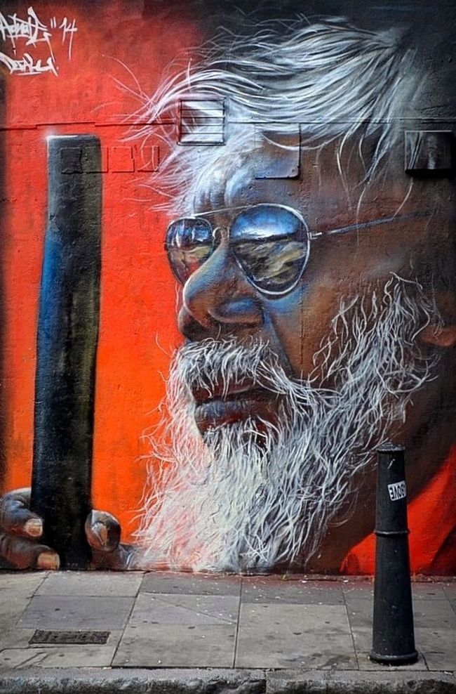 Ab‧Original ⁞ Portrait of inspirational musician Djalu Gurruwiwi by Matt Adnate (on the corner of Bacon St/Brick Lane, London) Aphototoinspire Beautytakenbyme Thank you @fatal05 and @DzCPhotographics for your invitations ♠️