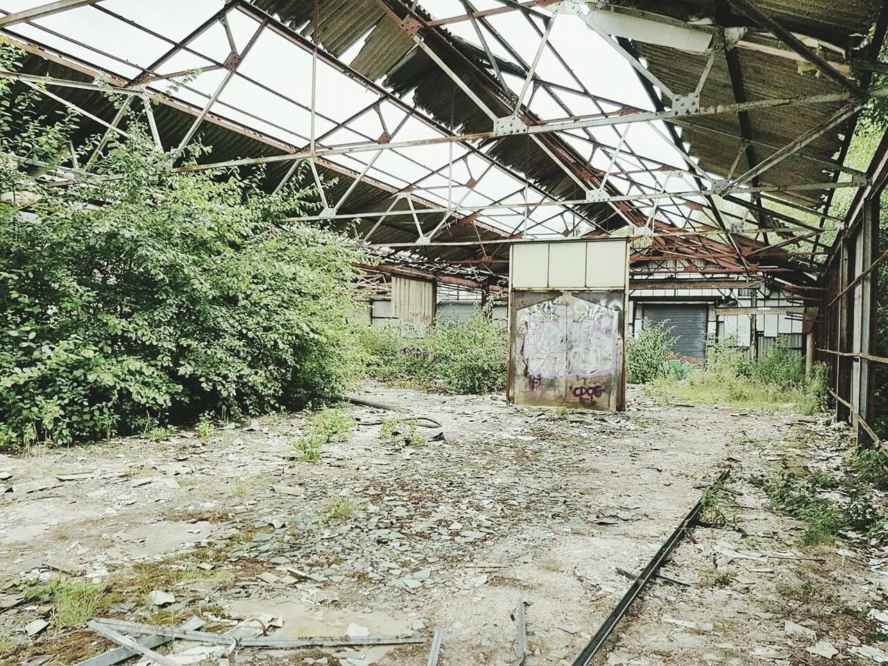 Architecture Built Structure Abandoned Messy Obsolete Worn Out Ruined Day Discarded Damaged Bad Condition Dirt Dirty Deterioration No People Girder