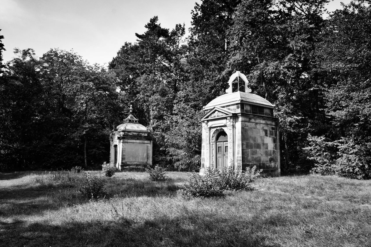 Architecture Cemetery Grave Graveyard Death Graveyard Beauty Schwarzweiß Cemetery Architecture_bw Bnw_collection Melancholic Landscapes Schwarz & Weiß Fortheloveofblackandwhite Light And Shadow Blackandwhite Beautiful Nature Friedhof Grab