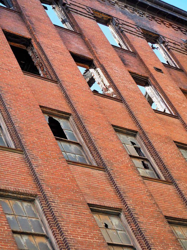 Explore St Louis Explore Architecture Building Exterior Broken Window Abandoned Places Brick Lookingup Low Angle View