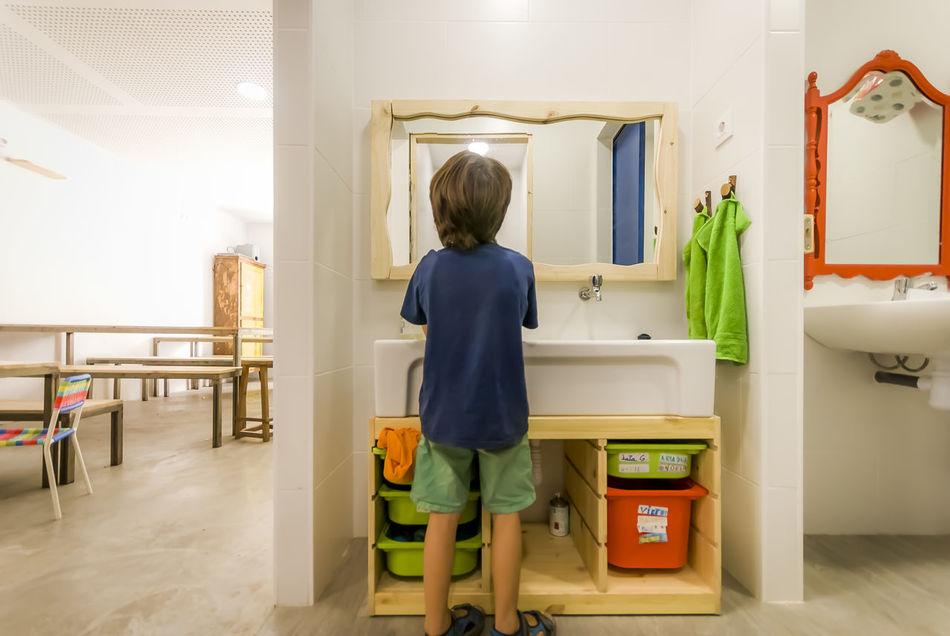 Interior design adapted for kifs in a children dinnerroom. Architecture Bathroom Boy Children Autonomy Children Friendly Chindren Dinner Room Dinnerroom Handwashing Hygiene Interior Design