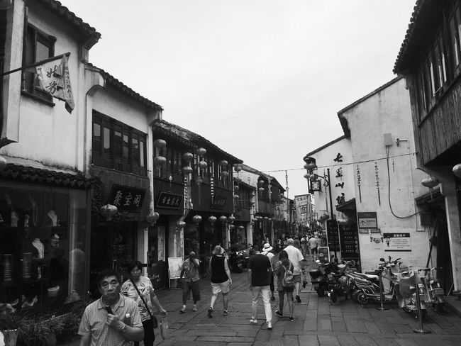 Traveling In China Traveling Travel Architecture Historical Building Large Group Of People Streetphotography Street Street Photography Streetphoto_bw Blackandwhite Black And White Black & White Blackandwhite Photography
