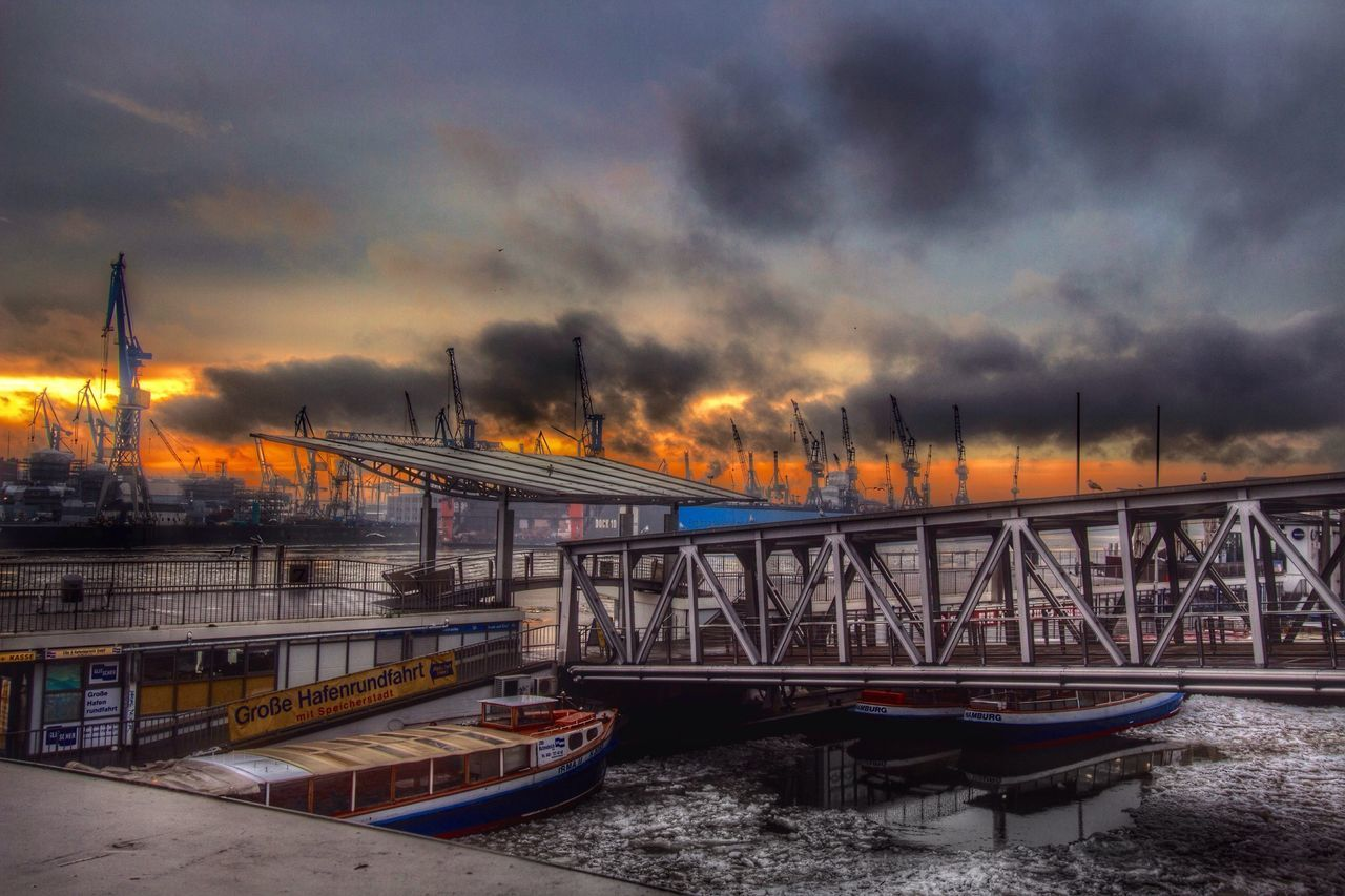 the world was on fire and no-one could save me but you🔥... 🎧Chris Isaac Exceptional Photographs No Edit No Fun Hdr Edit Water Sky Skyporn Walking Around The City  Harbour Harbour View Hamburg Hamburg Harbour Lust For Edit Sightseeing What A Wonderful World