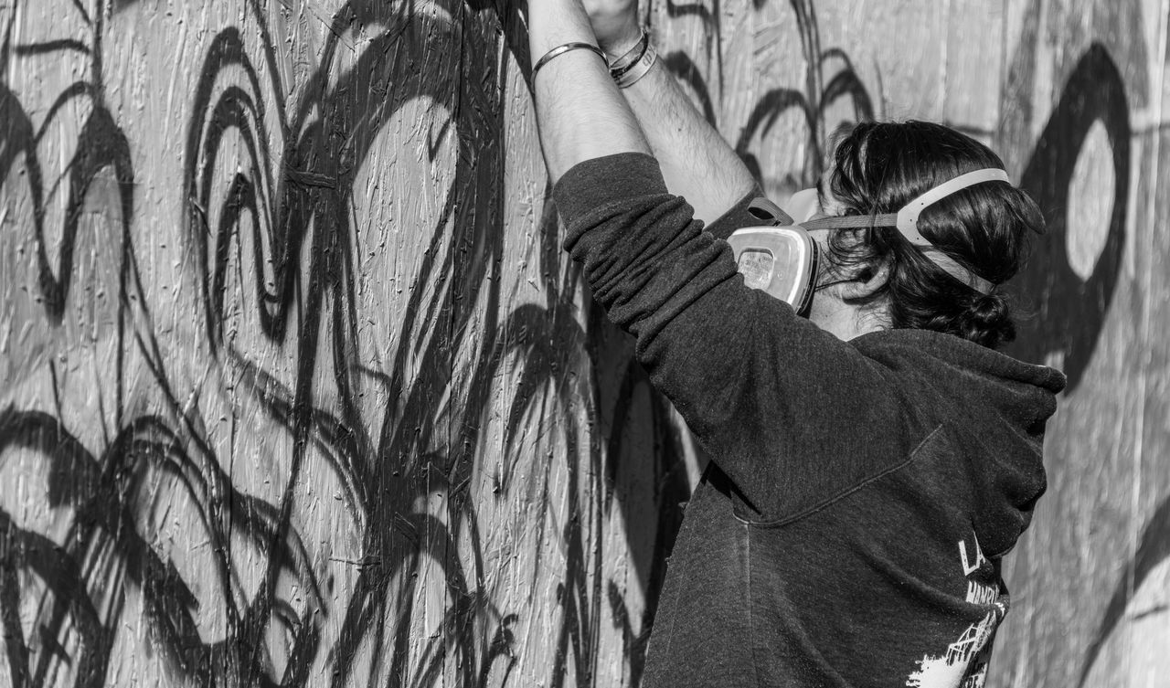 B&w Street Photography Black & White Black And White Black And White Photography Black&white Blackandwhite Blackandwhite Photography Blackandwhitephotography Full Frame Graffiti Grafitti Hamburg Hamburg Altona Street Street Photography Streetart Streetphotography The Street Photographer - 2016 EyeEm Awards Welcome To Black
