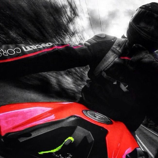 Dont mind me just wavin to yall. Hilo! Ducati Dainese Streetfighter848 Cincy crappyday blues red yellow