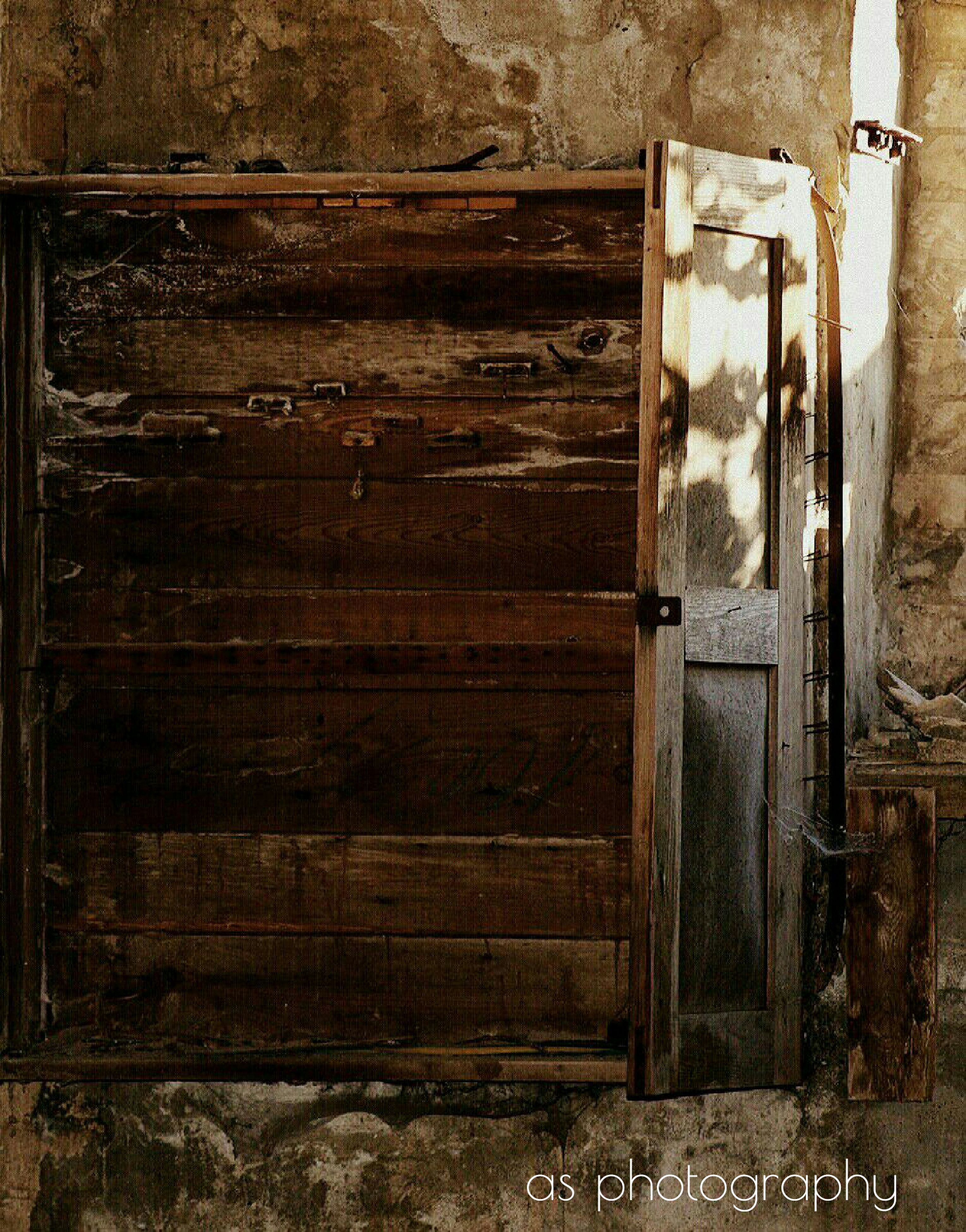 old, deterioration, closed, abandoned, obsolete, damaged, day, weathered, brown, bad condition, no people