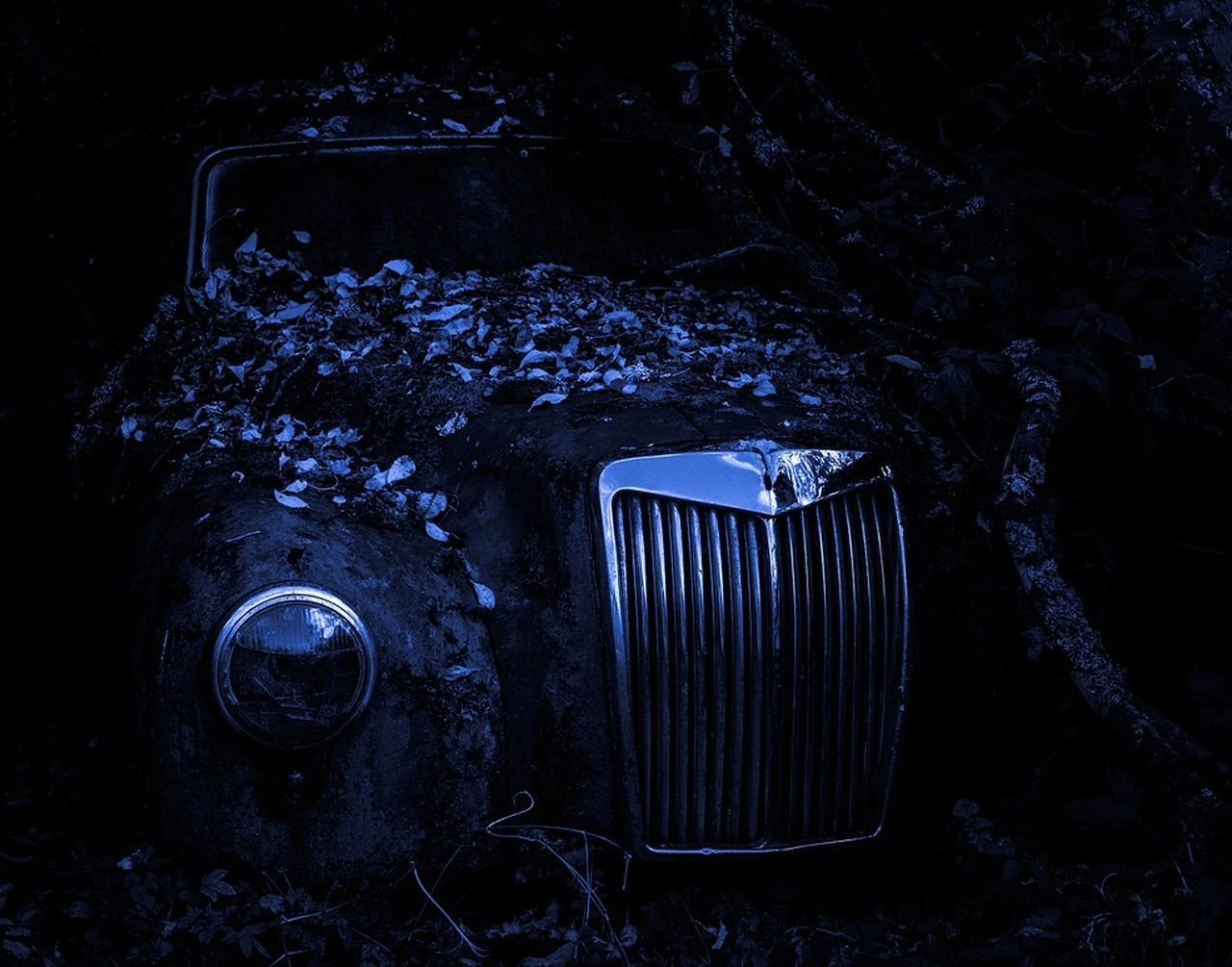 Old Car Outdoors Veteran Night No People Wreck Cold Temperature Fall Car First Eyeem Photo Transportation The End Of The Road  Nature Rusty Autos Beauty In Nature Wreck