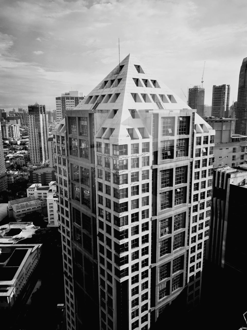 architecture, building exterior, skyscraper, built structure, modern, city, no people, sky, day, outdoors, cityscape
