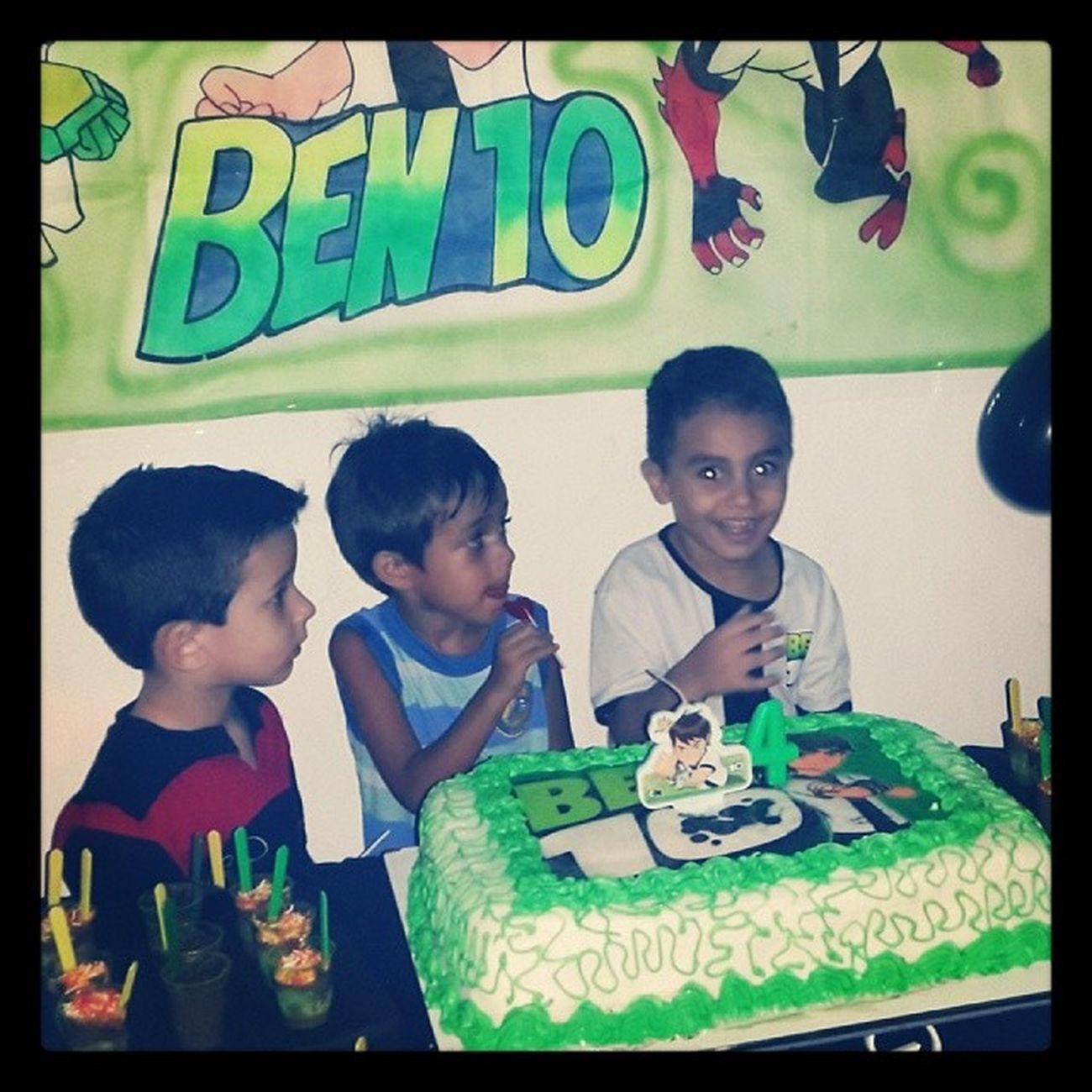 Arthur com seus amiguinhos na comemoração de seus 4 aninhos!