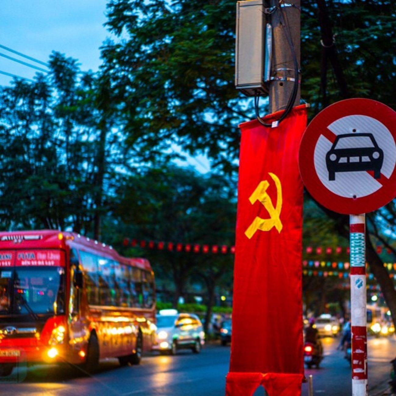 The street of vietnam Sovietflag Vietnam Street Photography Instagood Streetartistry Urbanwalls Wall UrbanART Photooftheday Sprayart ArtWork Graffiti Instagrafite Instagraff Streetphotography Urban Pattern Cities Arts Beautiful