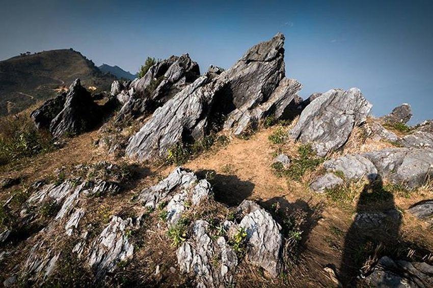 On the rock No.1 เปิดโอกาสให้ลมหนาวและร่างกายได้พบกัน Thailand Thetrippacker Thaitraveling Loves_siam Lanscape_lovers Reviewchiangrai Reviewthailand Awesomeearth