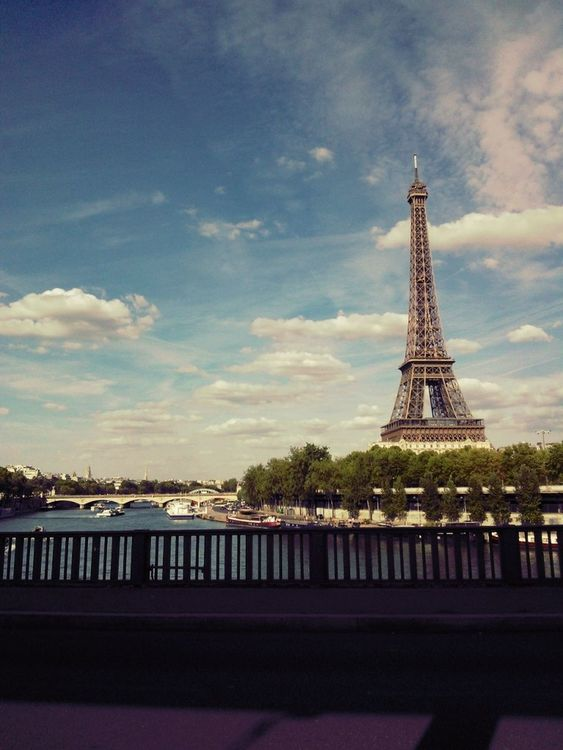 Walking around at Pont de Bir-Hakeim by Audrey 'Drey' Meffray