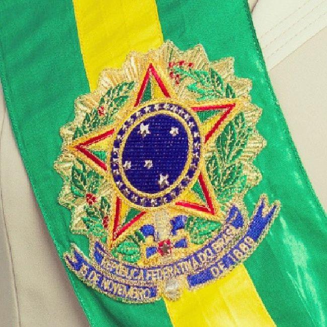 Viva a República. Viva o Brasil. Viva os brasileiros. Bomdia BomFeriado